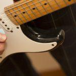 ギターのピッキングのやり方は?上下に動かすコツはピックの位置