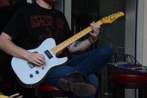 guitar-1230588_1920