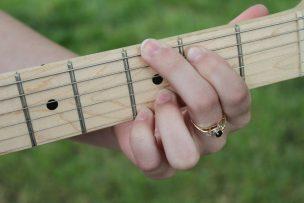 acoustic-guitar-474511_1920