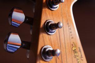 guitar-1331372_1920